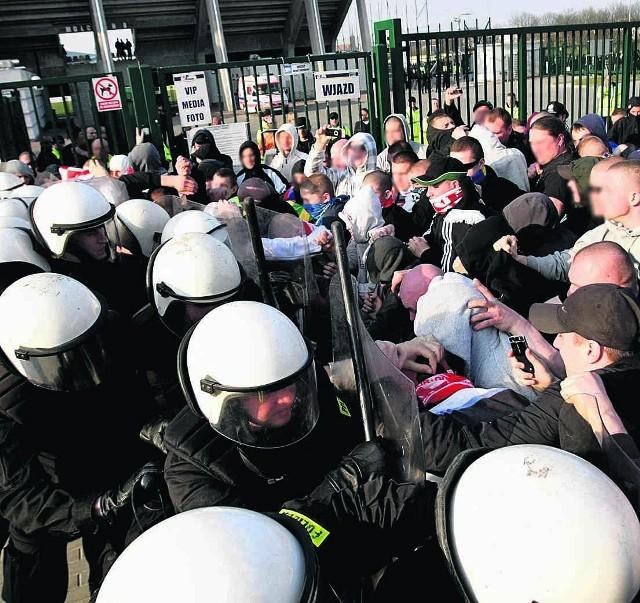 Przed meczem Bałtyku doszło do starcia pomiędzy pseudokibicami Arki a policją