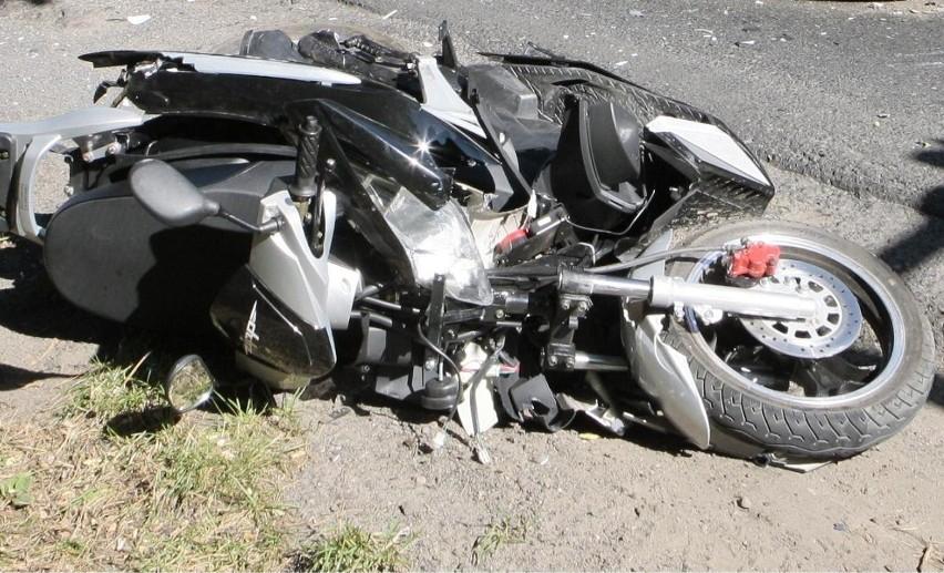 Motocyklista nie przeżył zderzenia z samochodem renault master.