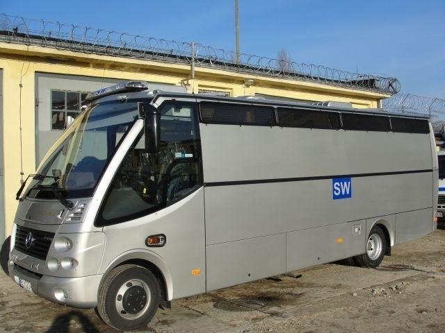 Nowy samochód łódzkiej Służby Więziennej