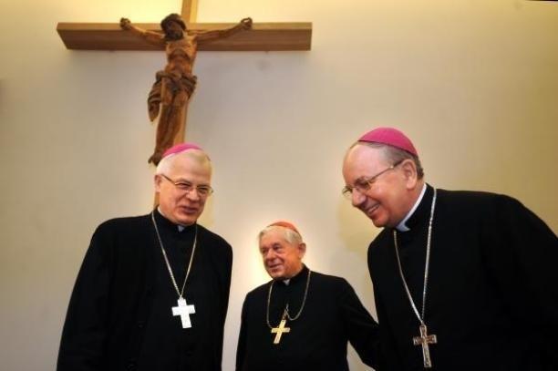abp Stanisław Budzik, nowy metropolita lubelski (z prawej), kardynał Józef Glemp Prymas (w środku), abp Józef Michalik (z lewej)