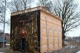 Replika Grobu Jezusa w Skarszewach. Drewniana konstrukcja przyciągnie Pomorzan?