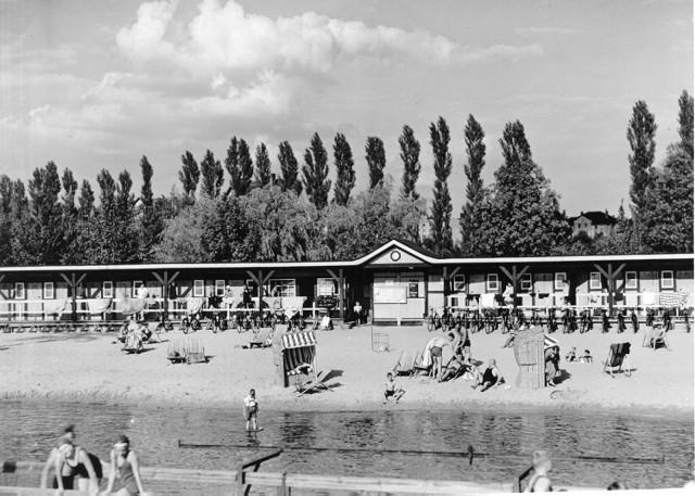 Na kąpielisku miejskim Blücherbad w Szczecinku, dziś plaża miejska przy ulicy Mickiewicza
