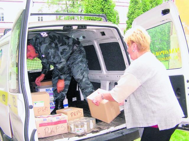 Rodzinie ze Słupca z magazynu PKPS dostarczono wczoraj środki czystości oraz żywność