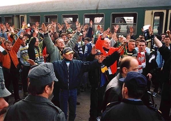 Kibice jeżdżą zawsze eskortowanymi pociągami