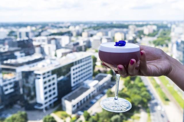 Niepowtarzalne drinki w warszawskim barze The Roof.