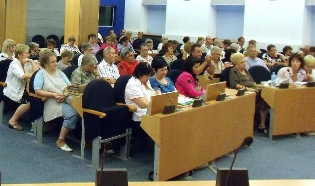 W dyskusji o zlecaniu zadań opieki nad niepełnosprawnymi wzięło udział blisko sto osób