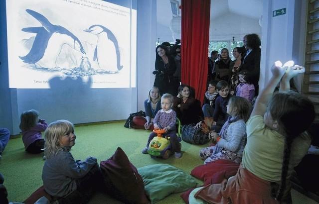 Dzieci bawiły się dobrze, ale sama treść książki wzbudziła większe zainteresowanie u ich rodziców