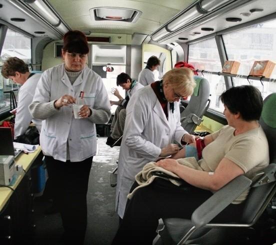 Cztery autobusy-ambulanse kursują już po ulicach śląskich miast