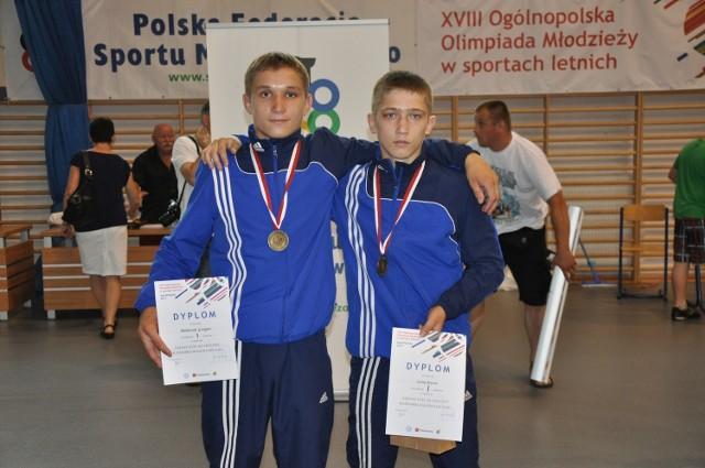 Grzegorz Mielniczuk z Cementu Gryfa Chełm (z lewej) będzie rywalizował w stylu klasycznym, w kategorii 63 kg