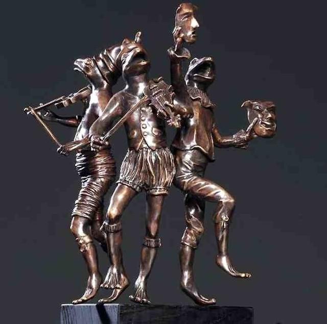 Projekt rzeźb przedstawiających żaby wykonała Lidia Sztwiertnia