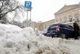 Płatne miejsca postojowe w Lublinie zasypane śniegiem. Jak parkować? (ZDJĘCIA)