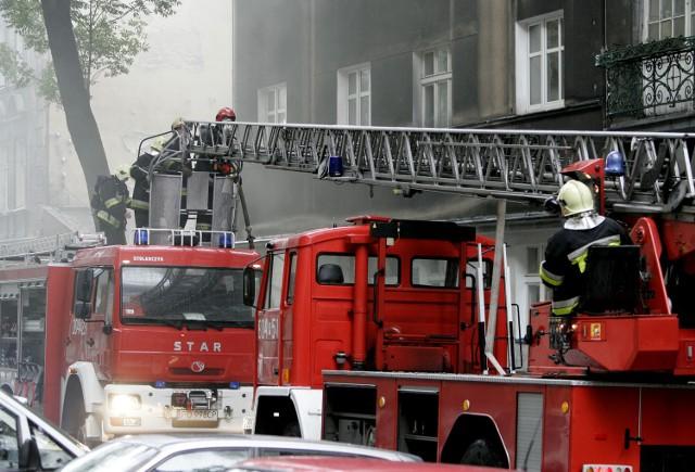 Pożar poddasza kamienicy przy Gdańskiej 37 gasili w nocy ze środy na czwartek łódzcy strażacy.