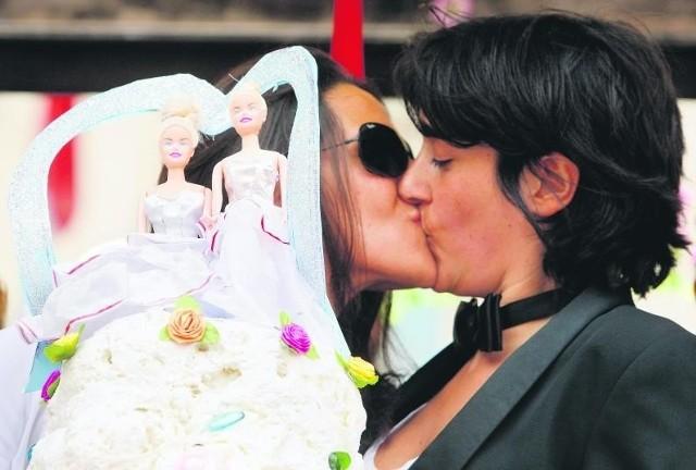 Ślub odbył się w nieistniejącym formalnie w Polsce Reformowanym Kościele Katolickim