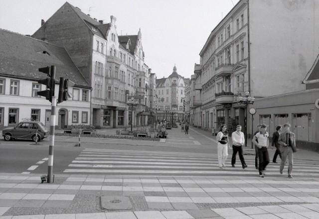 Jaka była Zielona Góra przed kilkudziesięciu laty? Oj, sporo się w niej działo. Bo i można było iść na film do kina Newa czy Nysa, ale też do Warszawy (kino letnie) czy Włókniarza. Zobacz zdjęcia >>>