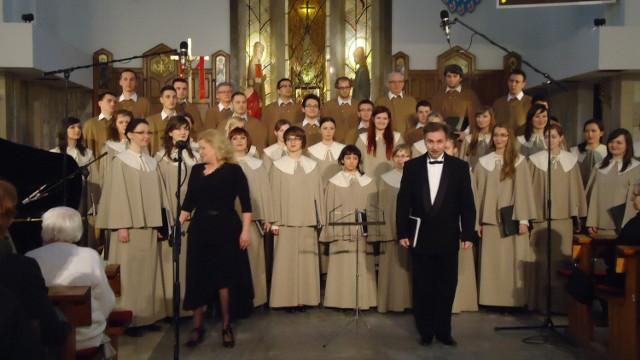 Chór KUL pod kierunkiem Grzegorza Pecki i pianistka Jolanta Munch