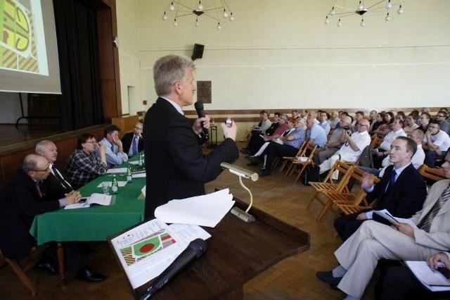 75 procent uczestników piątkowej debaty na temat przyszłości stadionu Szyca w Poznaniu opowiedziało się za zielenią