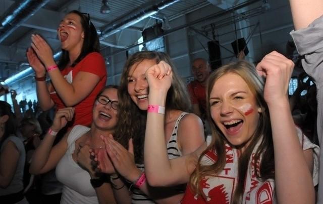 Tak kibicowano podczas pierwszego meczu Polaków w hali targowej przy ul. Dworcowej