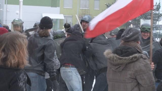 Rocznica stanu wojennego w Katowicach: ZOMO pałuje studentów