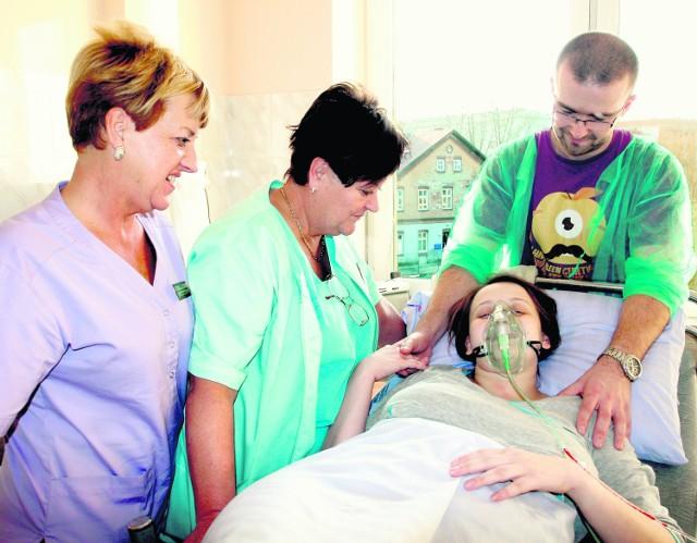 Podczas porodu Magdalenie Kozielec asystował mąż Daniel, obecne przy niej były też lekarki Małgorzata Niemiec oraz Ewa Bieniasz