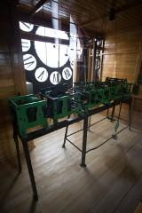 Po kilku miesiącach naprawiono zegar słupskiego ratusza [ZDJĘCIA]