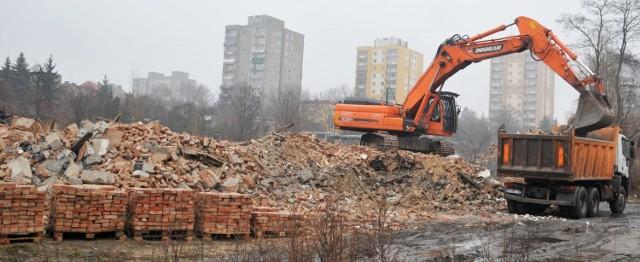 Wielkie burzenie Hali Ludowej w Zielonej Górze. Zdjęcia z 2013 roku.