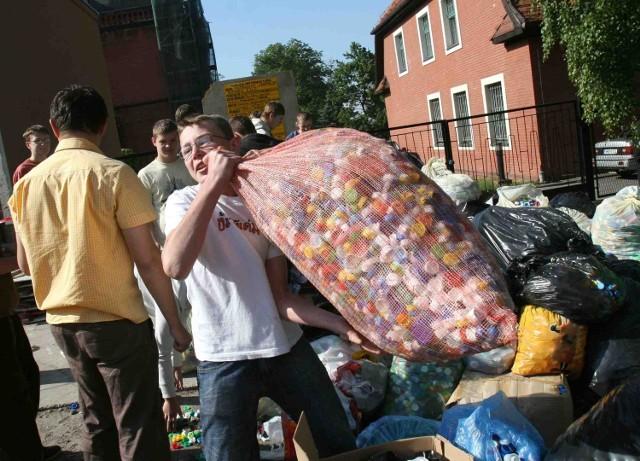 W czwartek do skupu trafiły trzy tony nakrętek