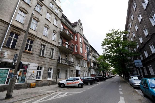Chuligani upatrzyli sobie jedną z kamienic na ulicy Szamarzewskiego