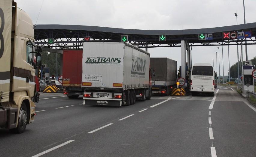 Około 40 proc. ciężarówek ucieka z odcinka A2 na bezpłatną drogę nr 92