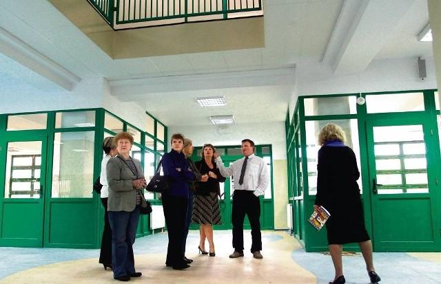 Wizytę w szkole złożyli radni  z komisji edukacji oraz przedstawiciele Urzędu Miasta