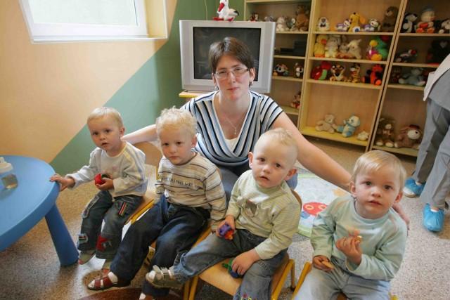Klaudia, Sylwia, Kamil i Mateusz z mamą Renatą