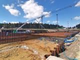 Na Polanie Jakuszyckiej nadal plac budowy. Jak postępują prace przy budowie DCS? [ZDJĘCIA]