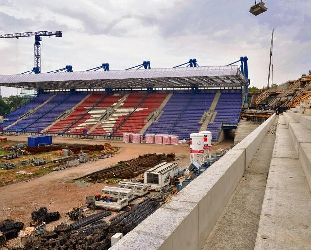 Budowa stadionu Wisły Kraków ma pochłonąć 370 mln zł.  Na  usunięcie wad potrzeba dodatkowo 30 mln zł