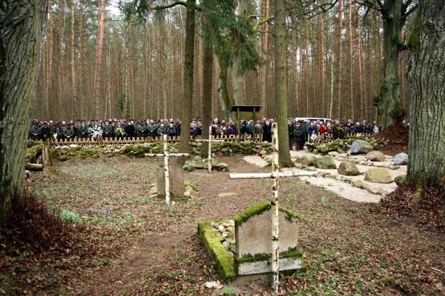 Zamordowanego leśniczego i jego żonę - Zdzisława i Aleksandrę Krause - w czwartek na cmentarz leśników przyszły pożegnać tłumy