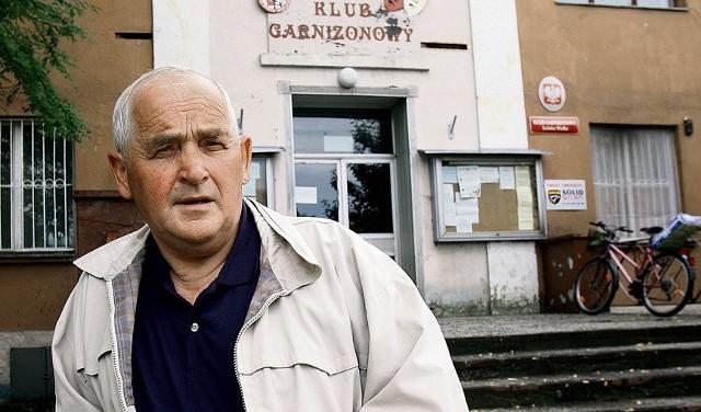 Marek Kałuziak walczy o niższe opłaty na osiedlu wojskowym, ale stawki stale rosną
