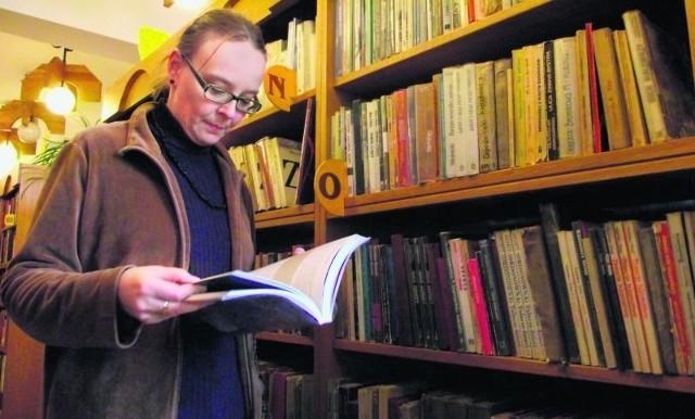 - Czytelnicy najczęściej nie oddają książek popularnonaukowych - mówi Sława Janiszewska, wałbrzyska bibliotekarka