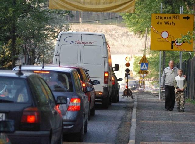 Prace związane z przebudową skrzyżowania na Kubalonce już trwają, a we wtorek droga zostanie zamknięta