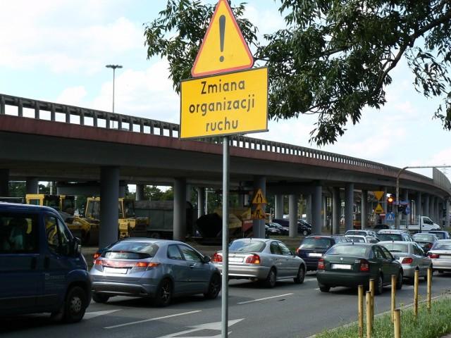Ulica Sieradzka między Piotrkowską a Wólczańską została wyłączona z ruchu.