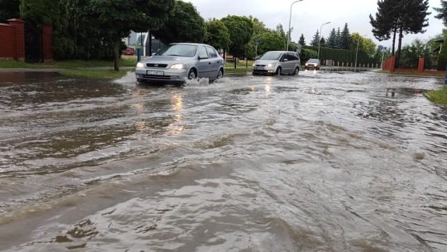 Gwałtowna ulewa i burze z gradem - przed tym ostrzega IMGW i RCB