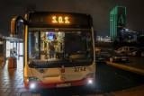 Autobus SOS kursując po Gdańsku pomaga osobom potrzebującym. Bezdomni chetnie korzystają z ciepłej zupy oraz ze wsparcia