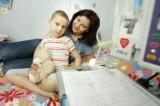 Brakuje krwi dla dzieci. Mama z Wrocławia rozdaje ulotki z prośbą o krew dla córki