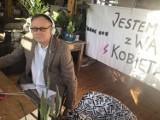 Nauczyciel z Tarnowskich Gór za udział w protestach kobiet stanie przed komisją dyscyplinarną. Skargę złożyła posłanka Barbara Dziuk