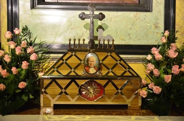W Poznaniu można się już modlić przed relikwiarzem bł. Jana Pawła II