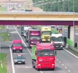 Opłaty za autostrady w Polsce. TIR-y omijają bramki, miasta płaczą