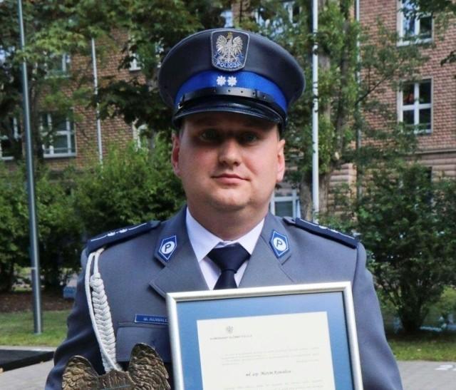 Aspirant Marcin Kowalcze, dzielnicowy z Komendy Powiatowej Policji w Oświęcimiu