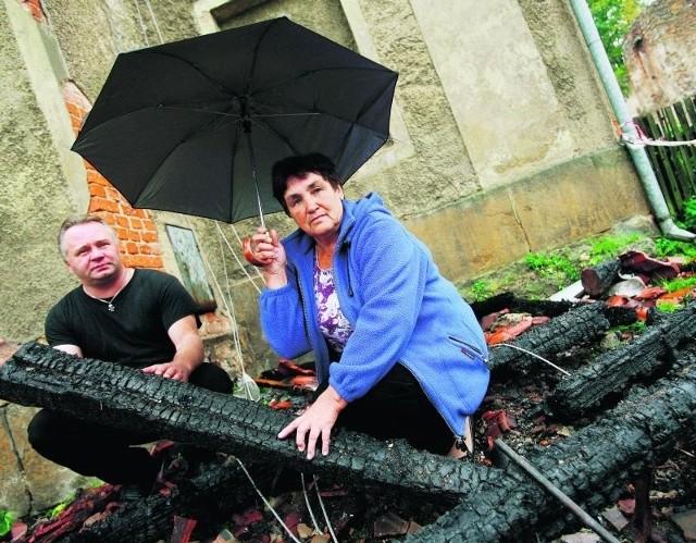 Janina Guzowska i Aleksander Pyka w pożarze stracili niemal wszystko. Wzywali pomoc na numer 112. Nikt nie odbierał