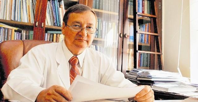 Prof. Tomasz Opala: - Na razie wystarcza jedno ubezpieczenie