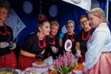 """Tarnów. Lokalne produkty, pokazy taneczne, sportowe emocje i ludzie związani z miastem. Trwa festiwal """"Tarnowianie"""" przy CSM [ZDJĘCIA]"""
