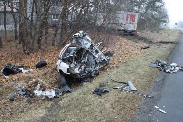 """Na krajowej """"jedynce"""" pod Ozorkowem zginął kierowca skody."""
