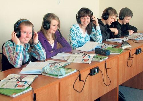 Uczniowie mają teraz nowoczesną pracownię językową
