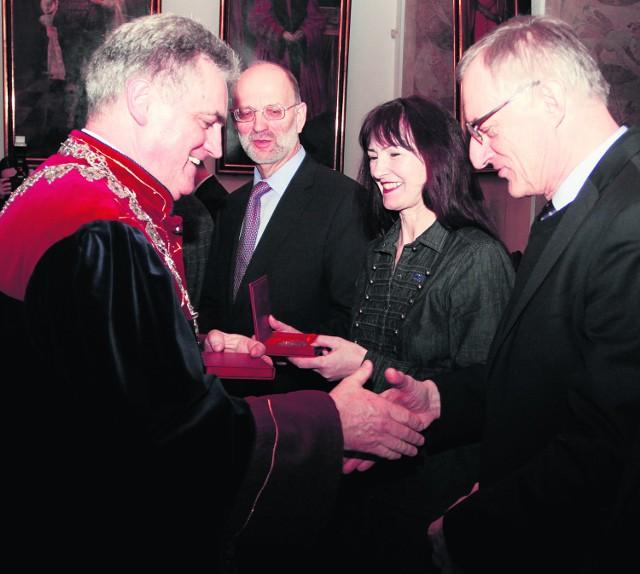 Podczas uroczystej sesji wręczono pamiątkowe medale